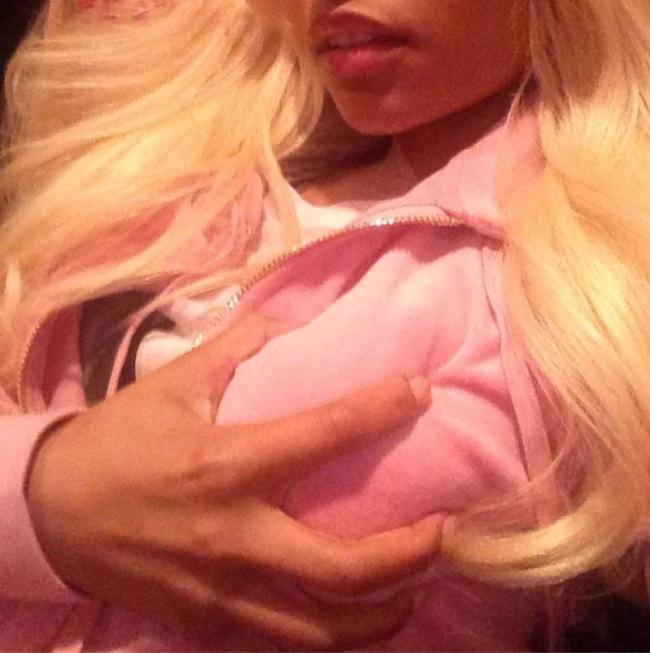 Nicki-Minaj-selfie-Instagram-3